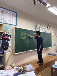 名護市立東江小学校 漆の出前授業2日目の写真2