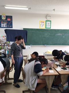 名護市立東江小学校 漆の出前授業2日目の写真3