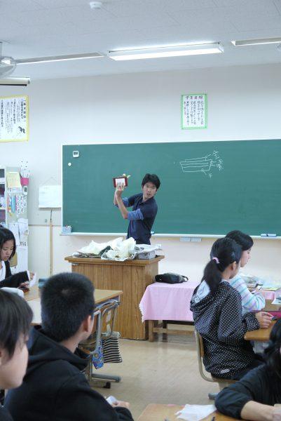 名護市立東江小学校 漆の出前授業2日目の写真5