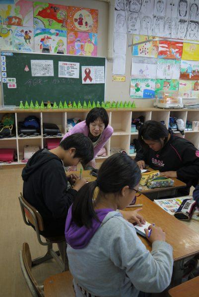 名護市立東江小学校 漆の出前授業2日目の写真4