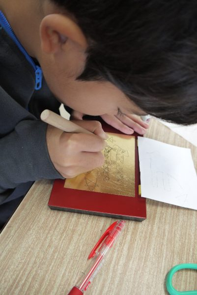 名護市立東江小学校 漆の出前授業2日目の写真7